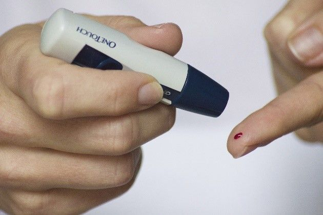 DM Stick and Reader to Test Blood Sugar Levels SimpleMed